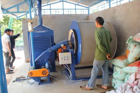 Chiếc máy sấy tiêu đầu tiên do công ty Cơ khí Viết Hiền vừa lắp đặt tại huyện Ea H'Leo